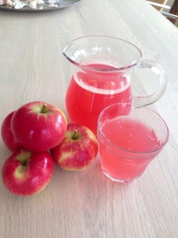 Æbleboller med kanelsukker og mandler