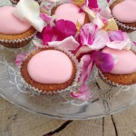 Muffins med rosenglasur