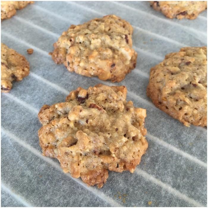 Cookies med hvid chokolade og hindbær