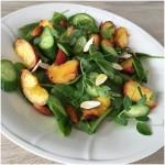 Salat med grillet fersken
