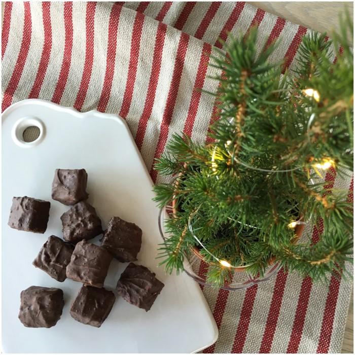 Marshmallows med chokolade og lakrids