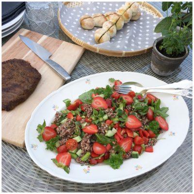 Quinoa salat med grønne asparges og jordbær