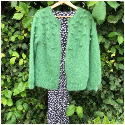 Mamapopcardigan i den smukkeste grønne farve